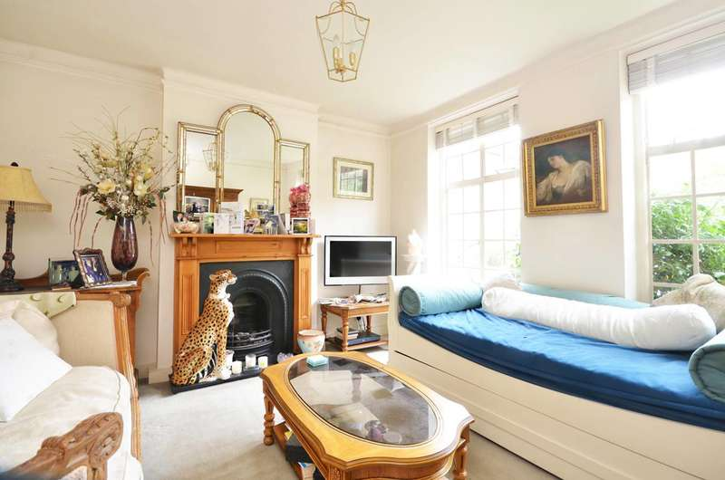 2 Bedrooms Flat for sale in Portsmouth Road, Thames Ditton, KT7