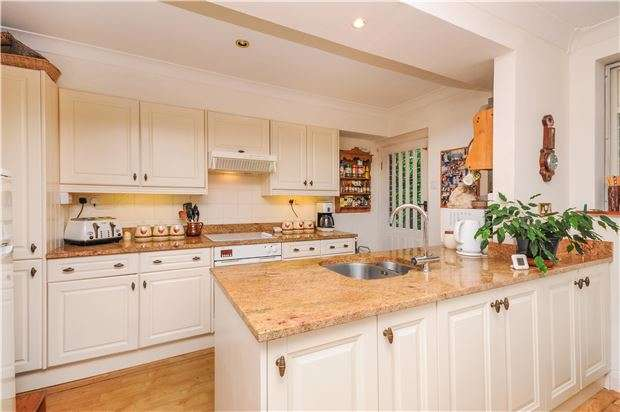 3 Bedrooms Detached House for sale in Woodcote Grove Road, CR5 2AL