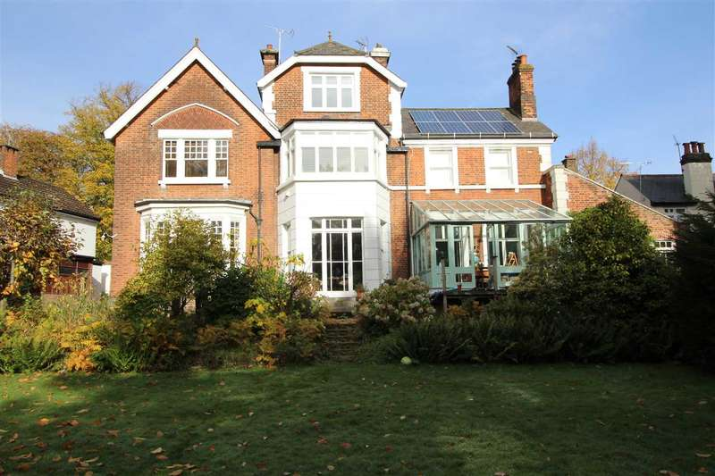 3 Bedrooms Apartment Flat for sale in Park House, Cornsland, Brentwood