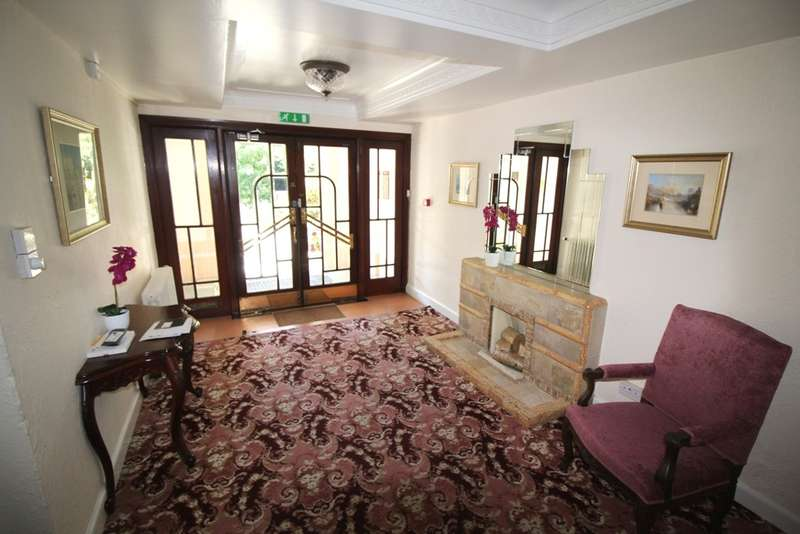 2 Bedrooms Flat for sale in 36 West Cliff Road West Cliff Bournemouth