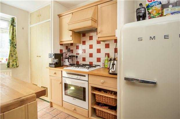 1 Bedroom Flat for sale in Esher Gardens, LONDON, SW19 6BY
