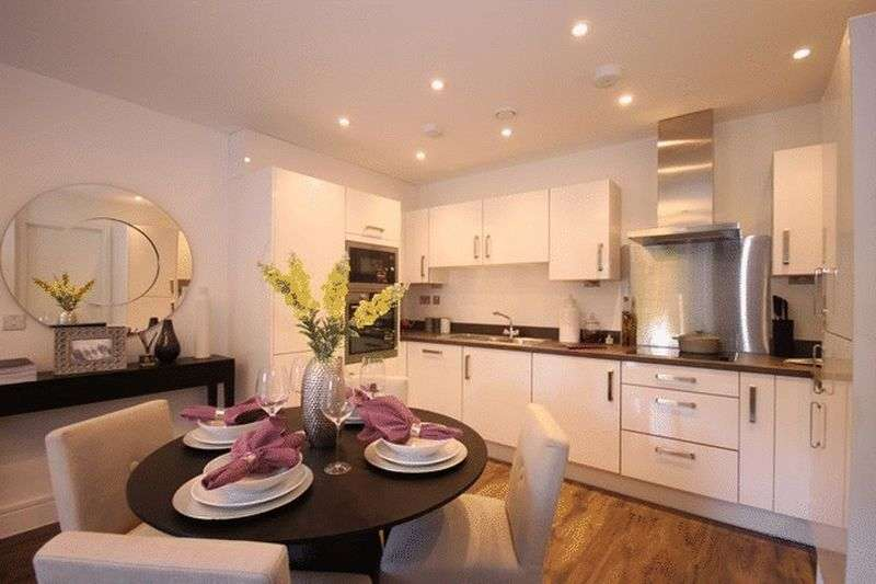 2 Bedrooms Flat for sale in Searchwood Road, Warlingham
