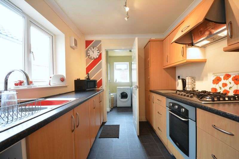 2 Bedrooms Terraced House for sale in Mercer Street, Clayton Le Moors