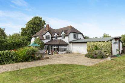 5 Bedrooms Detached House for sale in Broadway Road, Winchcombe, Cheltenham, Gloucestershire