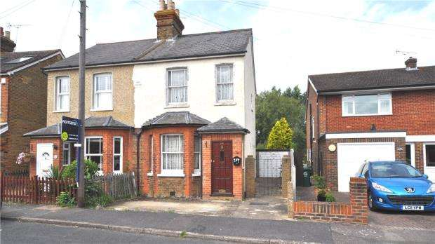 3 Bedrooms Semi Detached House for sale in Linden Way, Shepperton, Surrey