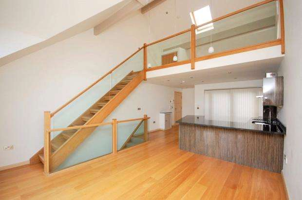 2 Bedrooms Flat for sale in The Creekside, West Looe, Cornwall