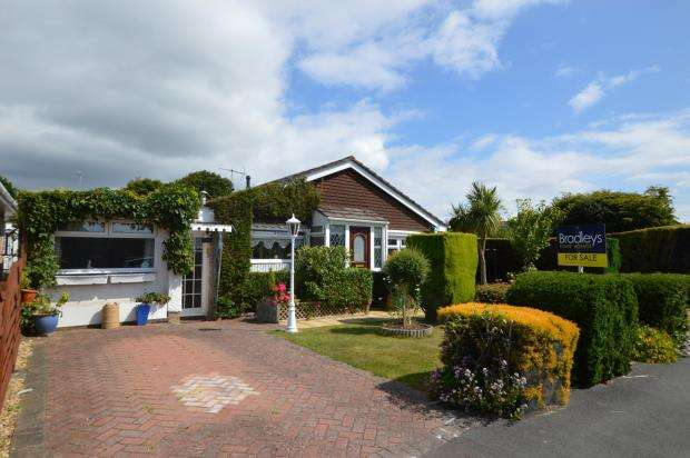 3 Bedrooms Detached Bungalow for sale in Charnhill Way, Elburton, Plymouth, Devon