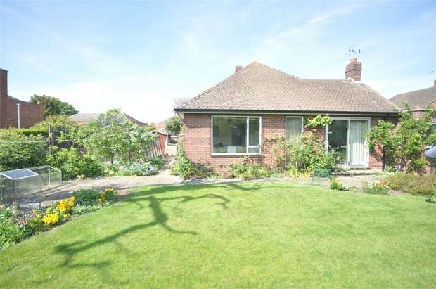 3 Bedrooms Detached Bungalow for sale in Wadham Close, SHEPPERTON, Surrey
