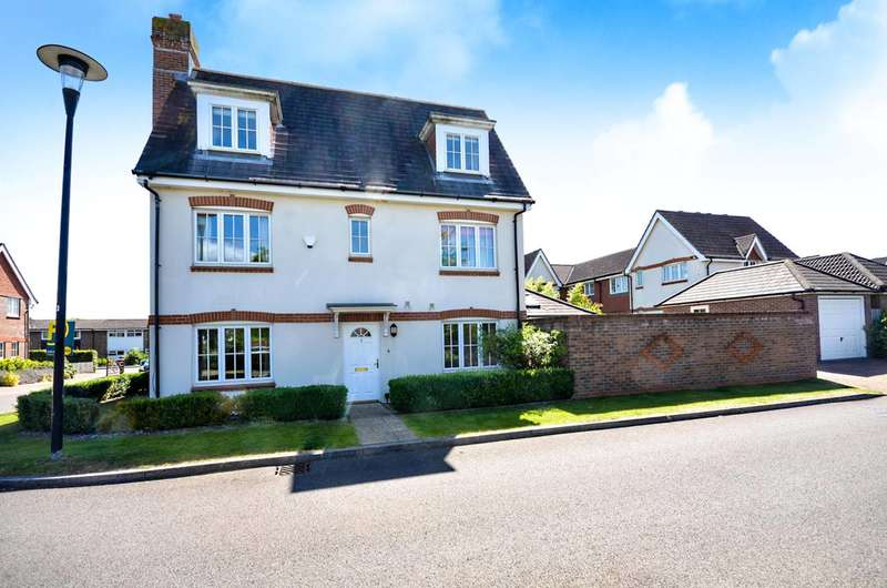 4 Bedrooms House for sale in Hopkin Close, Queen Elizabeth Park, GU2