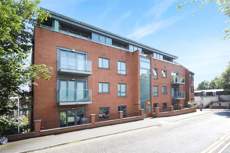 2 Bedrooms Flat for sale in Marquis Court, Station Approach, Epsom, Surrey, KT19