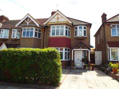 3 Bedrooms Semi Detached House for sale in Bullsmoor Gardens, Enfield, Hertfordshire