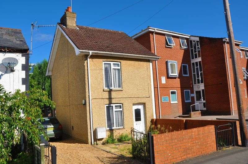 2 Bedrooms Detached House for sale in South Street, Andover