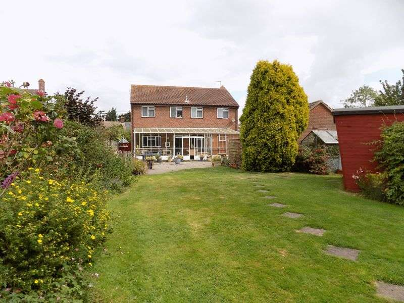 4 Bedrooms Detached House for sale in Situated in the desirable village of Tendring, located down a quiet lane, is this spacious four bedroom detached house boasting a 150ft (approx.) priv