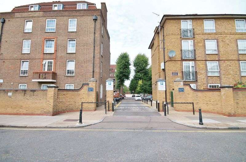 3 Bedrooms Flat for sale in Three bedroom Flat