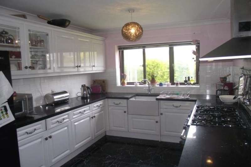 4 Bedrooms Detached House for sale in Rode House Close, Stoke-on-Trent, Cheshire, ST7