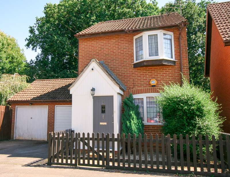 2 Bedrooms Detached House for sale in Littlebrook Avenue - Slough