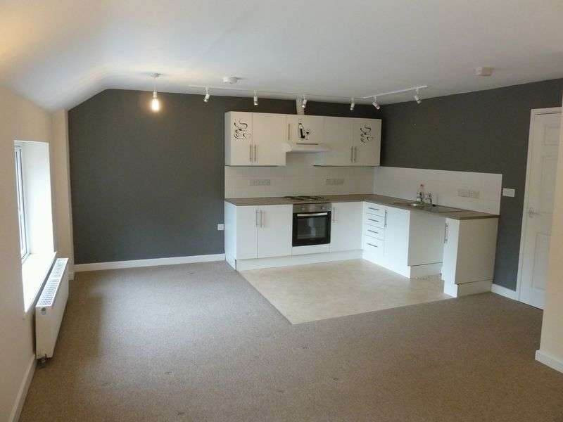 2 Bedrooms Flat for sale in Market Place, Camelford