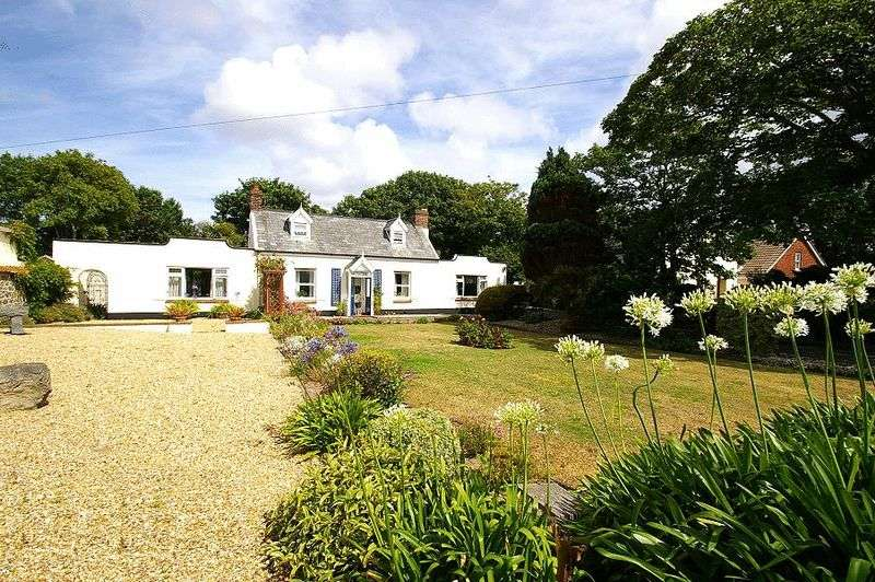 3 Bedrooms Detached House for sale in St Sampsons