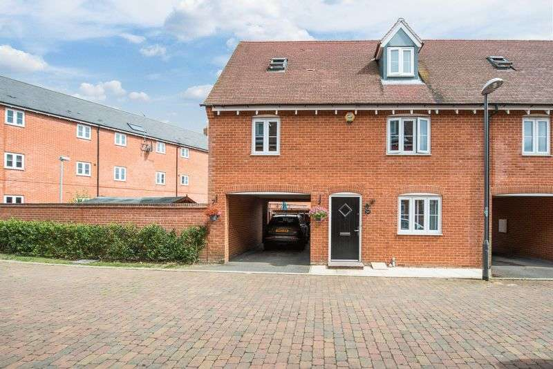 3 Bedrooms Semi Detached House for sale in Charles Pym Road, Aylesbury