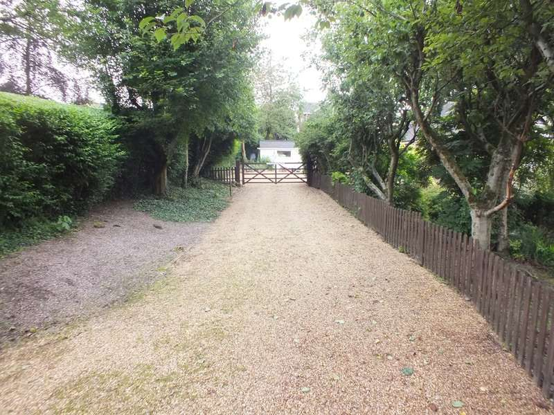 2 Bedrooms Bungalow for sale in Moddershall, Stone, Staffordshire, ST15