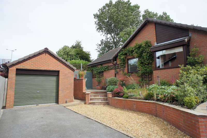 4 Bedrooms Detached House for sale in Heights View, Thurgoland, Sheffield, S35 7BY