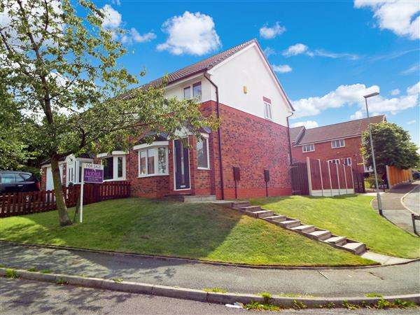 3 Bedrooms Semi Detached House for sale in Sefton Close, Oldham