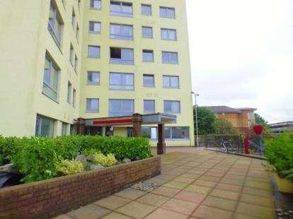 3 Bedrooms Flat for sale in Sandown Court, Avenham Lane, Preston, Lancashire