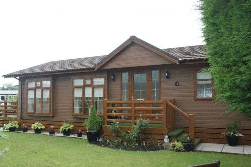 2 Bedrooms Property for sale in 2 Lakeside, Smithy Leisure Park, Garstang, Lancashire, PR3 1AA