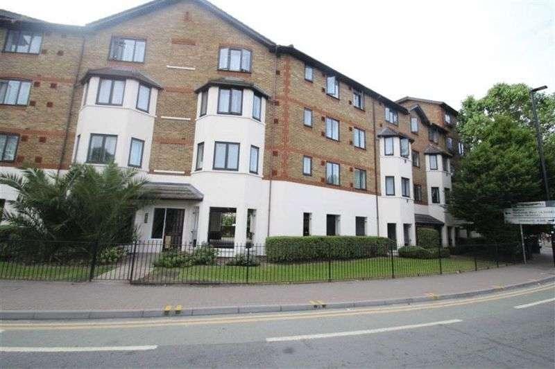 2 Bedrooms Flat for sale in Hanworth Road, Hounslow