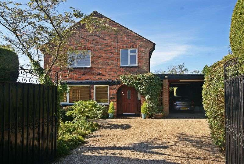 3 Bedrooms Detached House for sale in Much Birch, Hereford