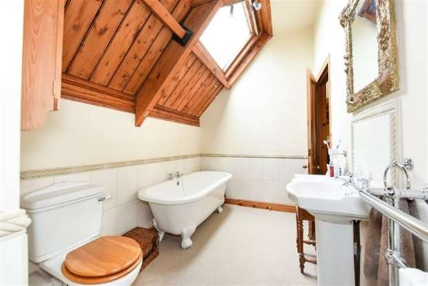 4 Bedrooms Detached House for sale in Hemington, Nr. Frome