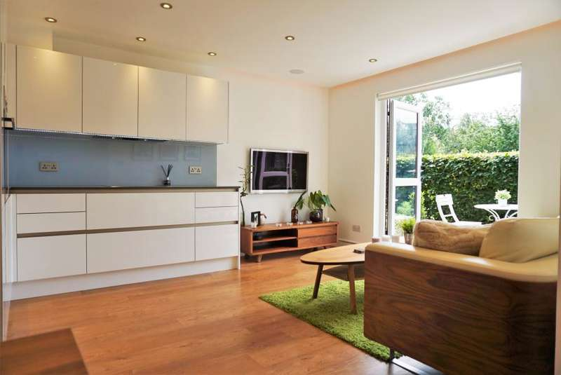 2 Bedrooms Flat for sale in Mayfield Road, Wendell Park W12