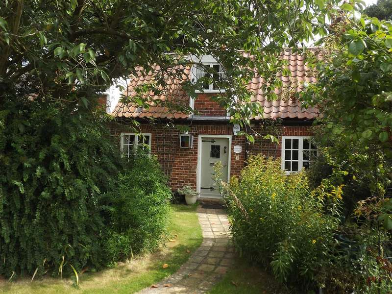 3 Bedrooms Cottage House for sale in Upton, Acle, NR13