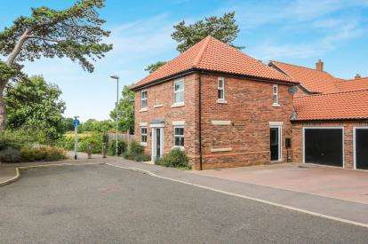 3 Bedrooms Detached House for sale in Attleborough, Norfolk