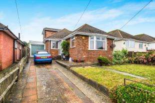 3 Bedrooms Bungalow for sale in Tyedean Road, Telscombe Cliffs, Peacehaven, East Sussex