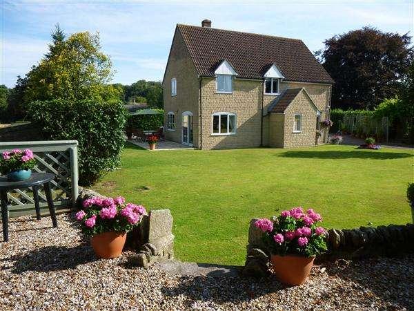 4 Bedrooms Detached House for sale in Longlands, Milton on Stour, Gillingham