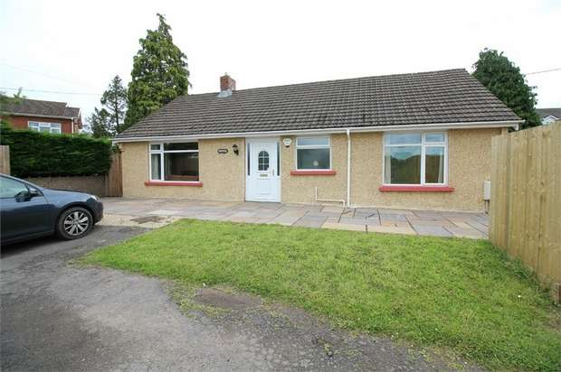3 Bedrooms Detached Bungalow for sale in Turnpike Road, Croesyceiliog, Cwmbran