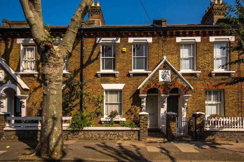 2 Bedrooms House for sale in Sabine Road, Shaftesbury Estate, SW11
