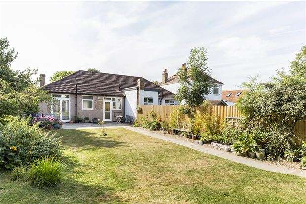 2 Bedrooms Detached House for sale in Edward Avenue, MORDEN, Surrey, SM4 6EP