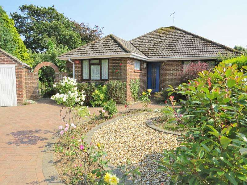 2 Bedrooms Bungalow for sale in Highbury Close, NEW MILTON, BH25