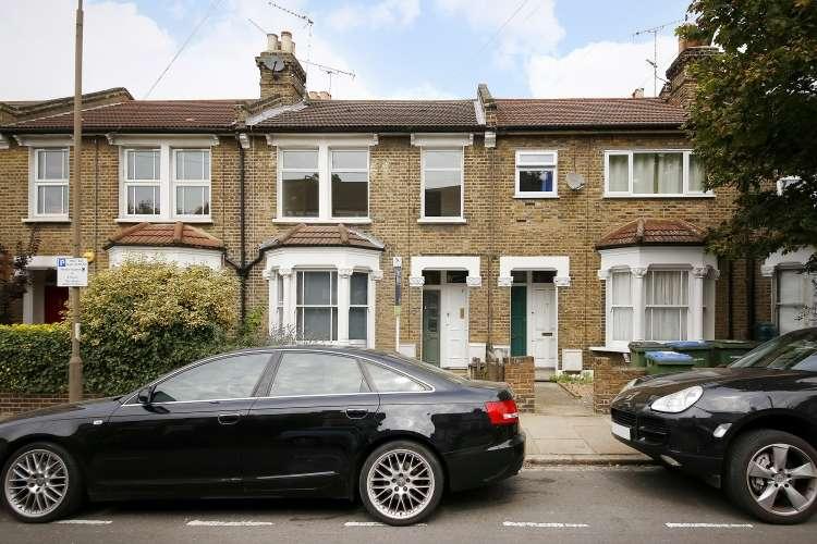 2 Bedrooms Flat for sale in Gurdon Road Charlton SE7