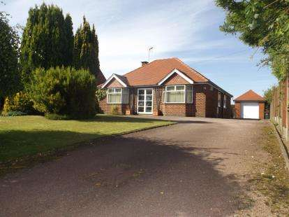 3 Bedrooms Bungalow for sale in Huthwaite Road, Sutton-In-Ashfield, Nottinghamshire