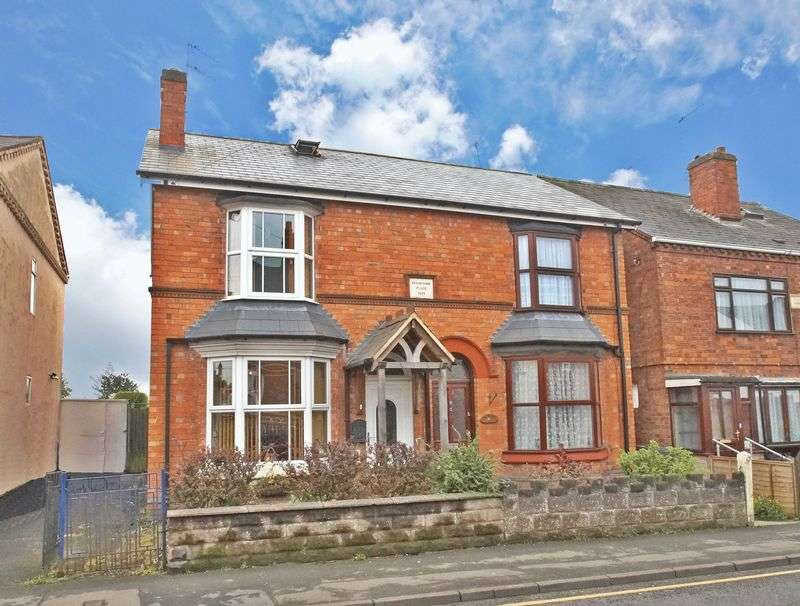 3 Bedrooms Semi Detached House for sale in Stoke Road, Aston Fields, Bromsgrove