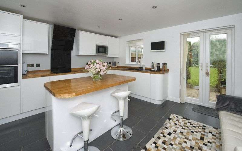 4 Bedrooms Semi Detached House for sale in The Sidings, Hagley