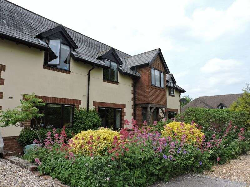 4 Bedrooms Detached House for sale in The Barns, Dummer Village, Basingstoke