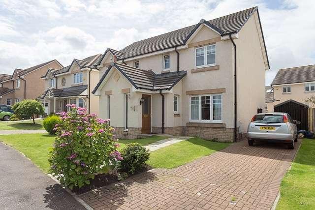 3 Bedrooms Semi Detached House for sale in Clanranald Avenue, Prestonpans, East Lothian, EH32 9FP