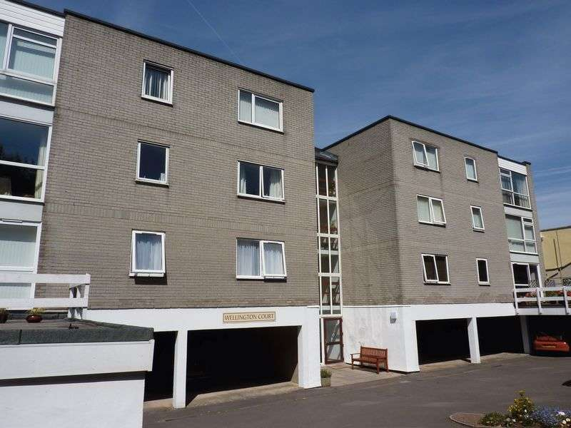 2 Bedrooms Flat for sale in Purpose built two bedroom apartment with overlooking the Channel