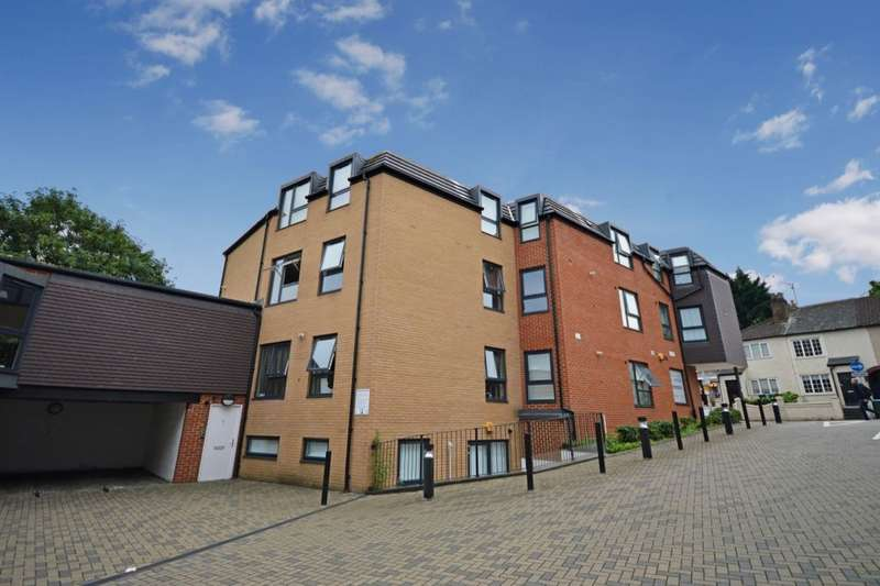 2 Bedrooms Flat for sale in Aldenham Road, Watford, WD19