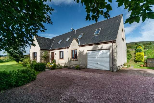 5 Bedrooms Detached House for sale in Hazlieburn, West Linton, Borders, EH46 7AS