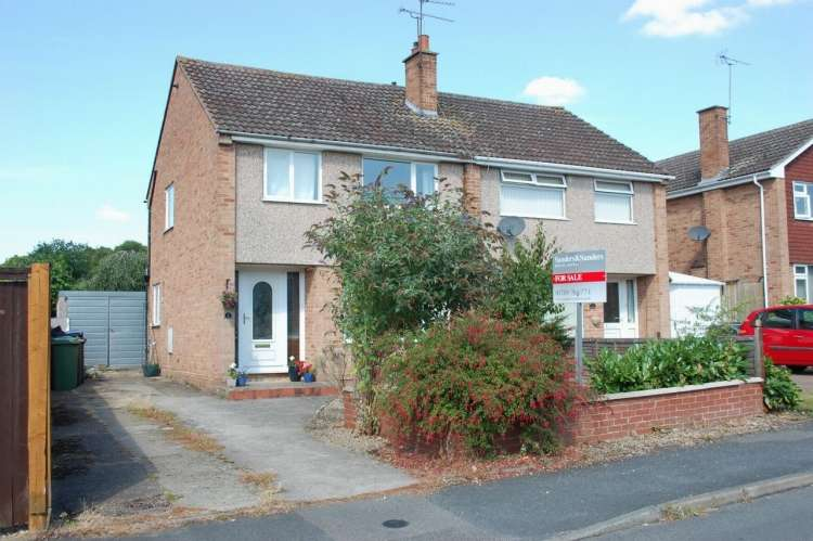 3 Bedrooms Semi Detached House for sale in Orchard Drive Alcester